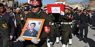 Şehit Astsubay Selçuk Karabakla Gözyaşlarıyla Ebediyete Uğurlandı. FOTO GALERİ