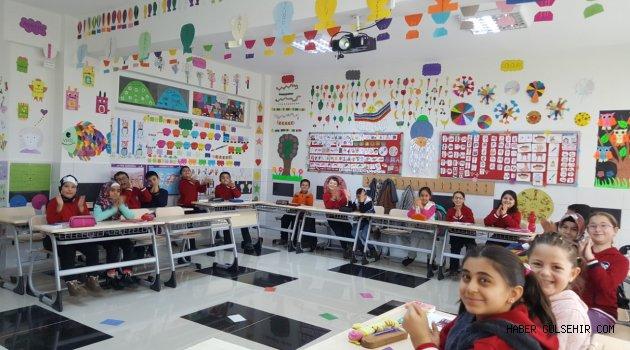 30 Ağustos İlkokulu'nda Minik Yüreklerin İngilizca Dünyası