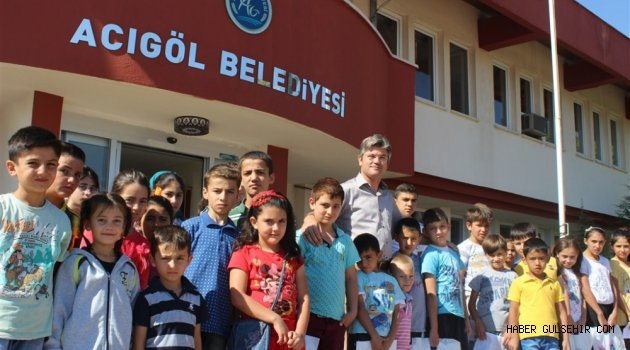 Acıgöl Belediyesi Kırtasiye Yardımlarına Başladı.