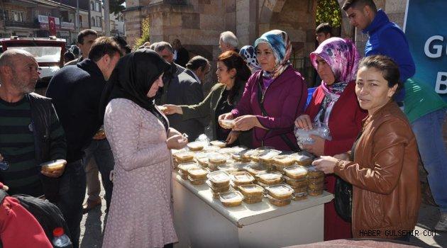 Ak Parti Gülşehir Kadın Kolları Aşure Dağıttı.