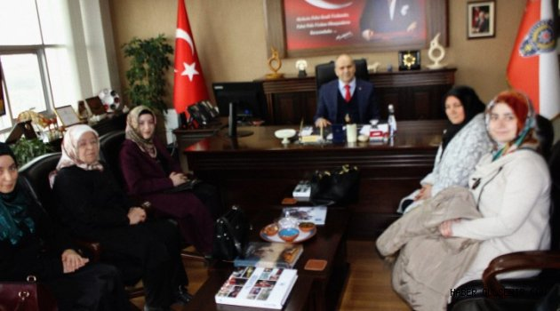 Ak Parti Kadın Kolları Başkanı Bilgiç ve Yönetim Kurulu Üyeleri'nden Artunay'a Ziyaret.