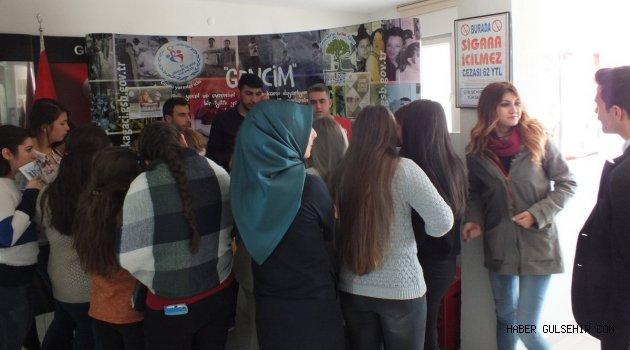 Gülşehir Gençlik Merkezi; Meslek Yüksek Okuluna Tanıtıcı Stant Açtı.