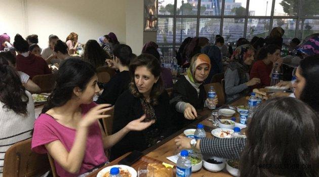 Songül Aktaş, Nevşehir Ayşe Hümaşah Sultan Kız yurdunu ziyaret etti