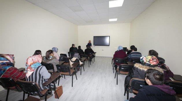 İngilizce Eğitimine Gençler İlgi Gösteriyor.