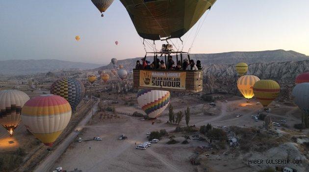 Kapadokya'da Balonlar Kadına Yönelik Şiddete Dikkat Çekmek İçin Havalandı