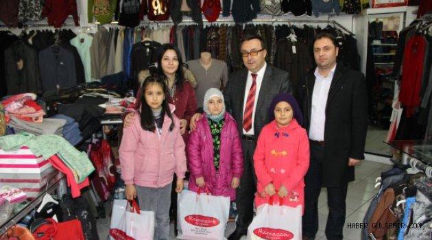 Karavezir İlkokulu'nun Başarılı Öğrencilerine Karne Hediyesi.