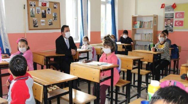 Kaymakam Kavanoz'dan Emmiler ve Hacıhalilli Köyü Okullarına Ziyaret.