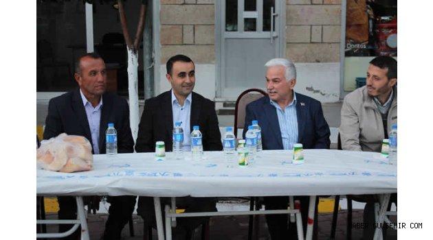 Kaymakam Tekin, Karacaşar Mahallesinde düzenlenen iftar yemeğine katıldı.