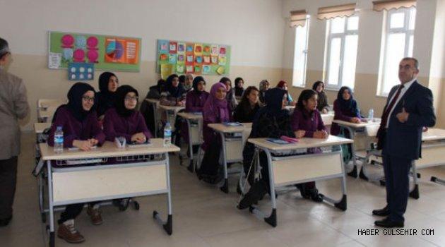 Milli Eğitim Müdürü DEMİR'den Yunus Emre İmam Hatip Ortaokulu ve İstiklal Ortaokulu'na Ziyaret.