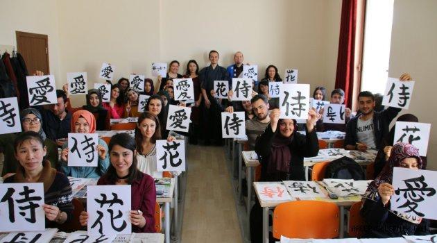 NEÜ'de 'Geleneksel Japon Kaligrafi Atölye Çalışması' Yapıldı
