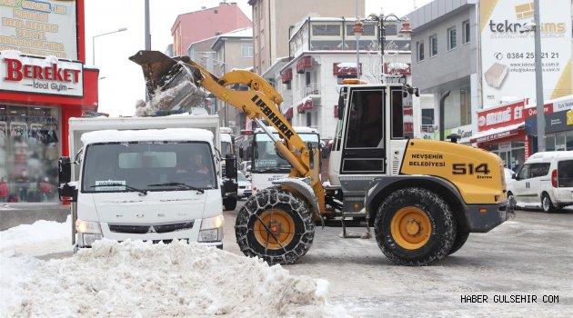 Nevşehir Şehir Merkezindeki Kar Temizliği Aralıksız Devam Ediyor