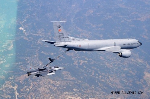 Orgeneral Akın Öztürk KC-135R tanker uçağı ile yakıt ikmali yaptı