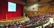 """Nevşehir Valisi İlhami Aktaş, """"Demokrasilerde Katılım, Hak ve Sorumluluk"""" konulu konferansa katıldı."""