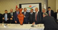 Nevşehir Oda ve Borsaları Çevre ve Şehircilik Bakanı ÖZHASEKİ'yi makamında ziyaret etti.