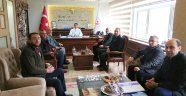 Birlik Başkanı Pınarbaşı ve Beraberindekiler, Kaymakam Öner'i Ziyaret Ettiler.
