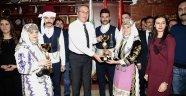 Halk Oyunları Ekibi, Birincilik Kupasını Belediye Başkanı Ünver'e Takdim Ettiler.