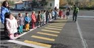 Miniklere Uygulamalı Trafik Eğitimi Verildi.