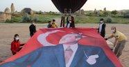 Türkiye'nin ilk yerli balonu 19 Mayıs Gençlik ve Spor Bayramı'nın gökyüzünde kutladı