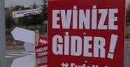 Ürgüp'te 'Evde Kal' pankartları yüzleri güldürüyor