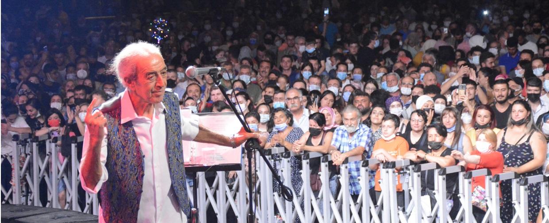 Edip Akbayram Şarkılarıyla Avanosluları coşturdu.