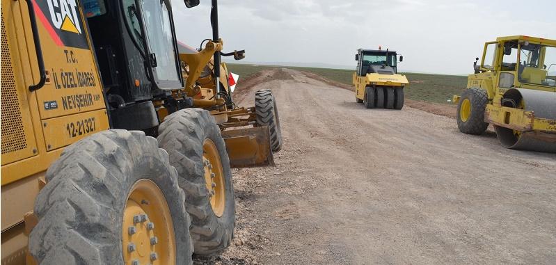 Köy Yolları'nda Asfalt Serim İşi Hızla Devam Ediyor.