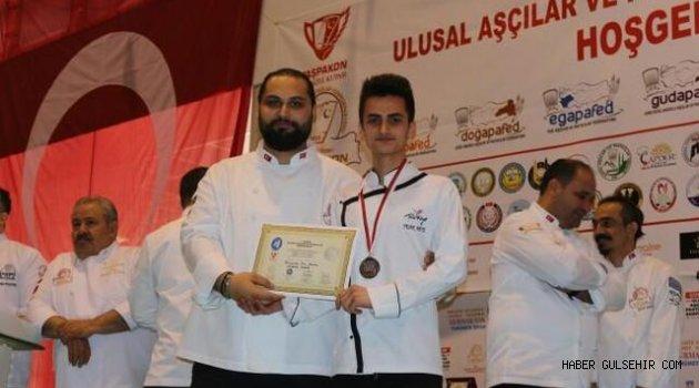 Üniversite Öğrencisi Yaşar Mete'den 2.lik ve Gümüş Madalya