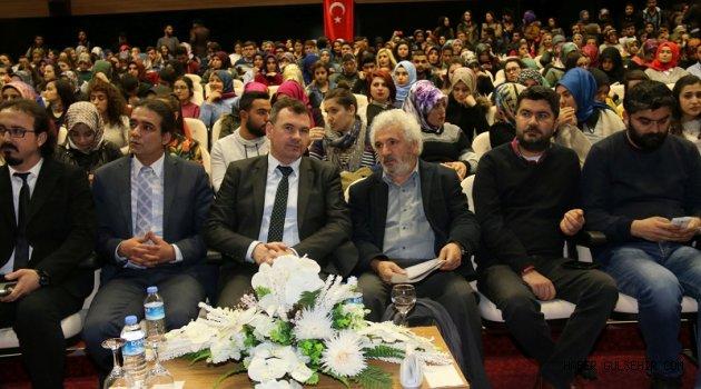 Üniversitede 'Kültürel Dönüşümler İçerisinde İnançların Yeri' Konulu Konferans