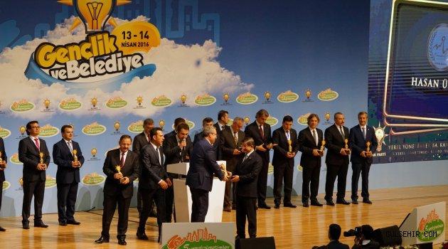 Ünver Ödülü, Başbakan Davutoğlu'nun Elinden Aldı.
