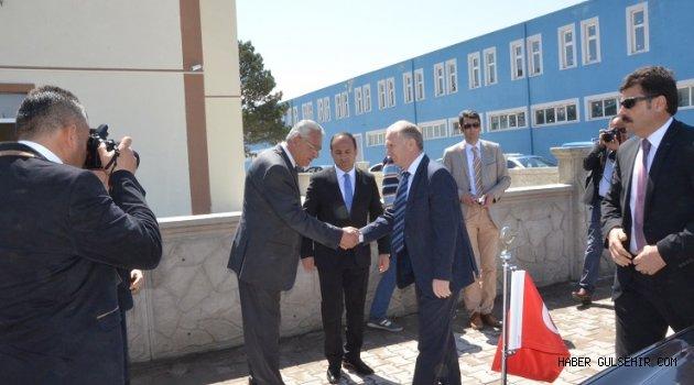 Vali Ceylan, Gülşehir'de Yapımı Devam Eden Otiz Binasını İnceledi.