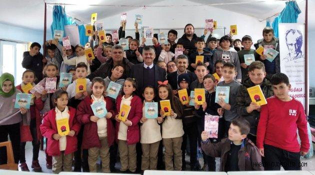 Yazar Baran ilk söyleşisine köy okulundan başladı