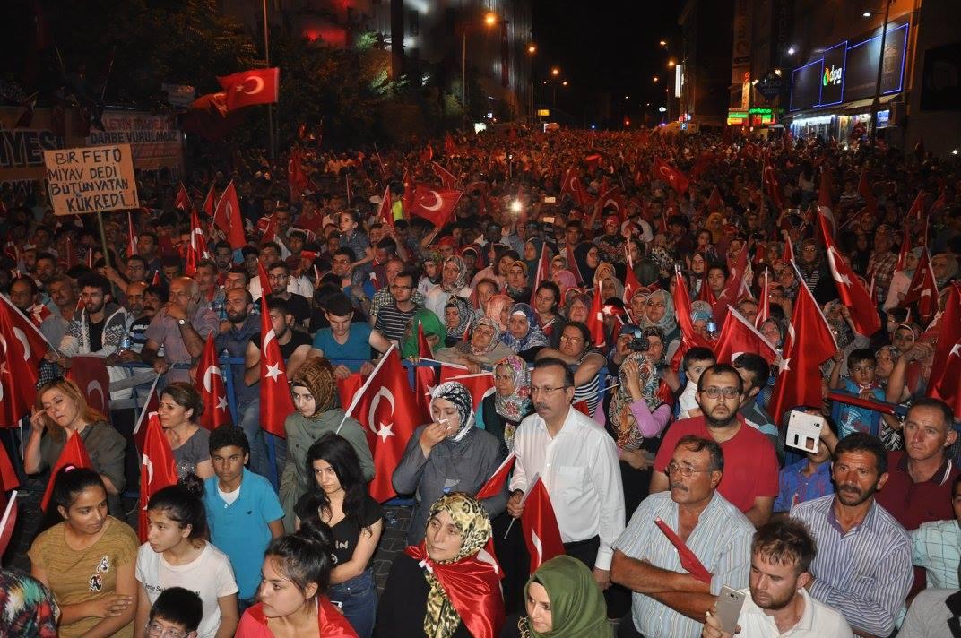 Nevşehirli Vatandaşlar Diriliş Meydanına Akın Etti. VİDEO HABER
